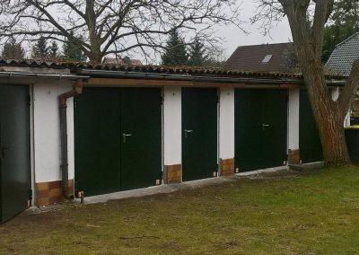 Garagentore in Tannengrün